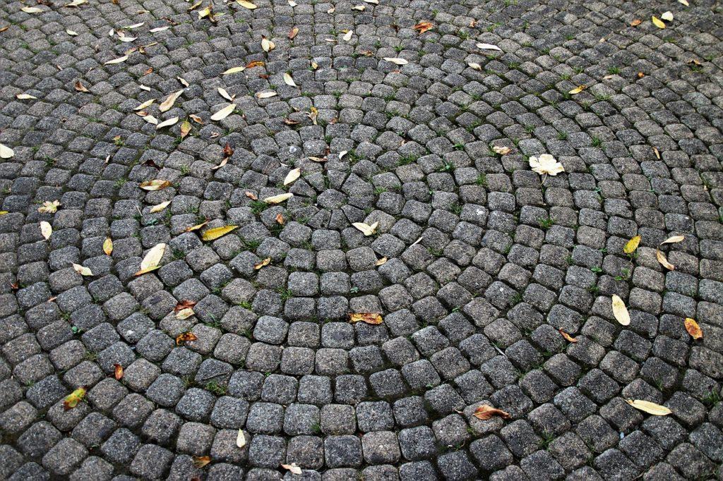 Circular stone pavers